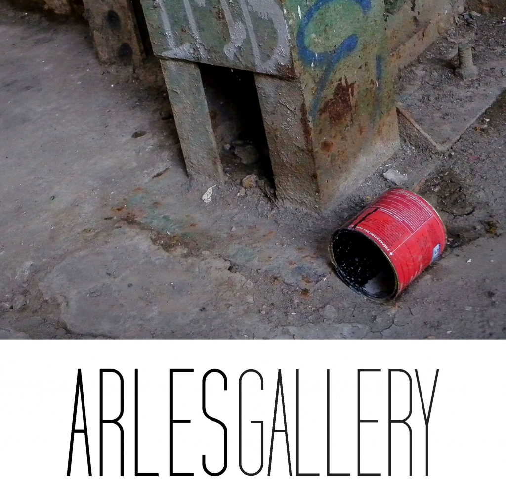 un pot de peinture abandonné à Lustucru