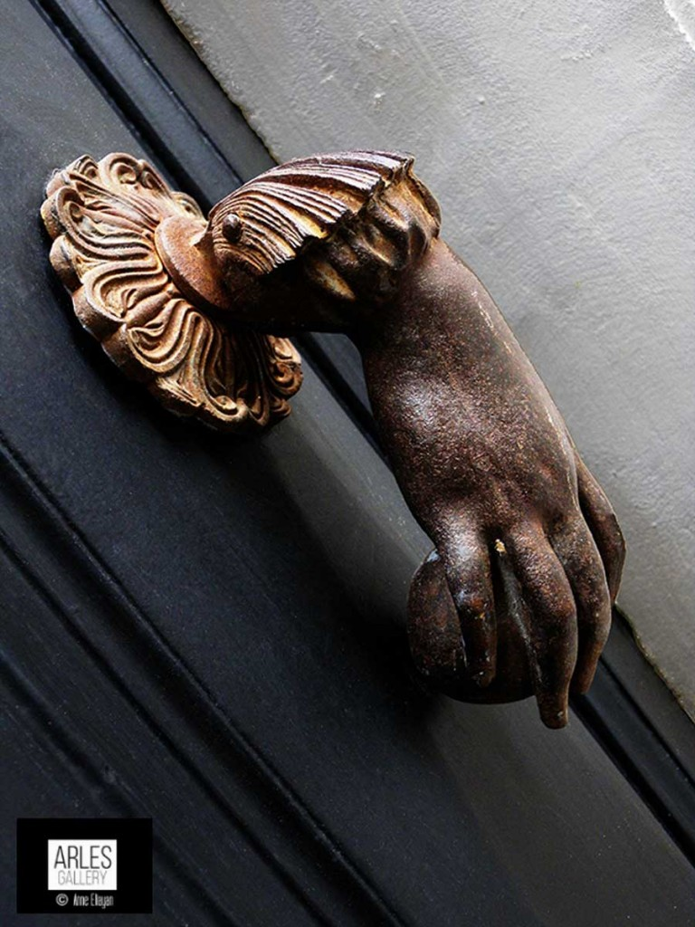heurtoir-noir-arles-gallery