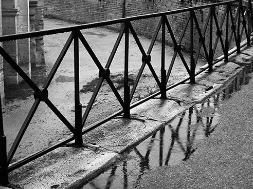 jm rond point des arenes sous la pluie xs