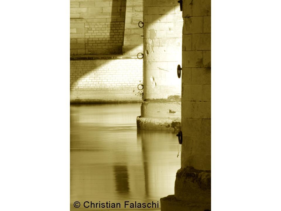 taille-taille-sur-le-pont-de-Trinquetaille-Christian-Falaschi_still_tmp