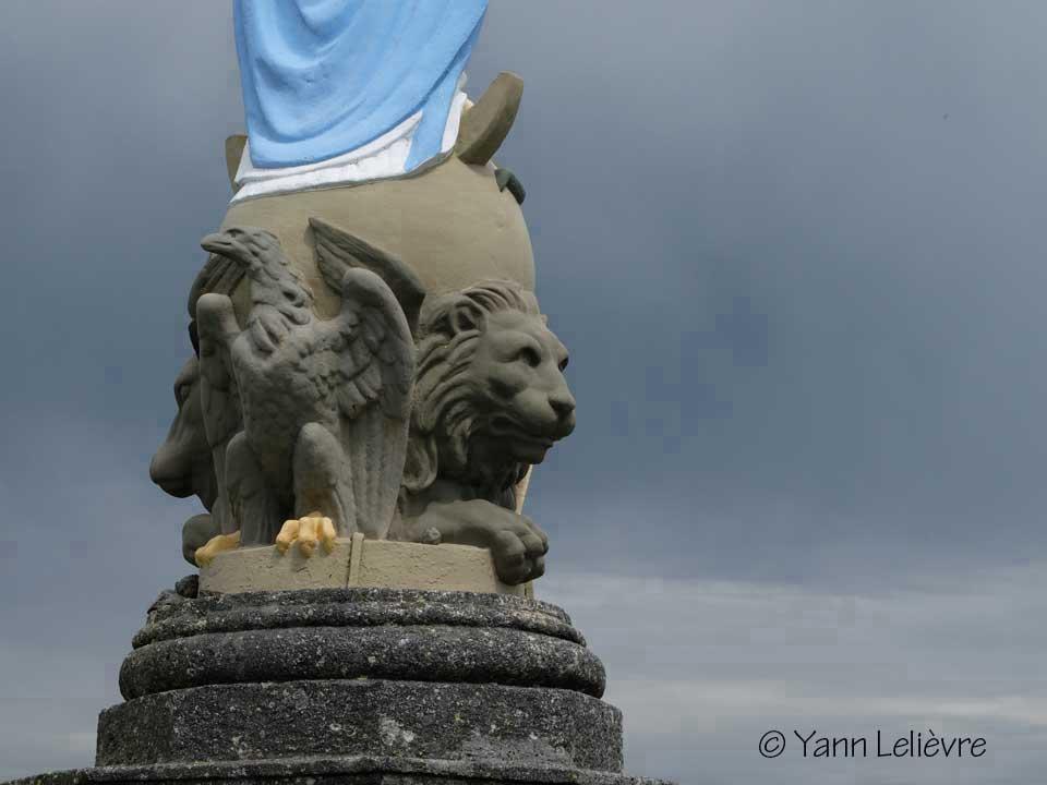 yann-lelievre-lion-aubrac