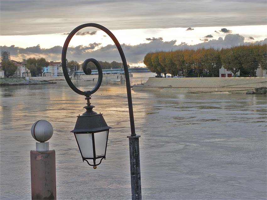 Photo : quais le soir - ARLES GALLERY