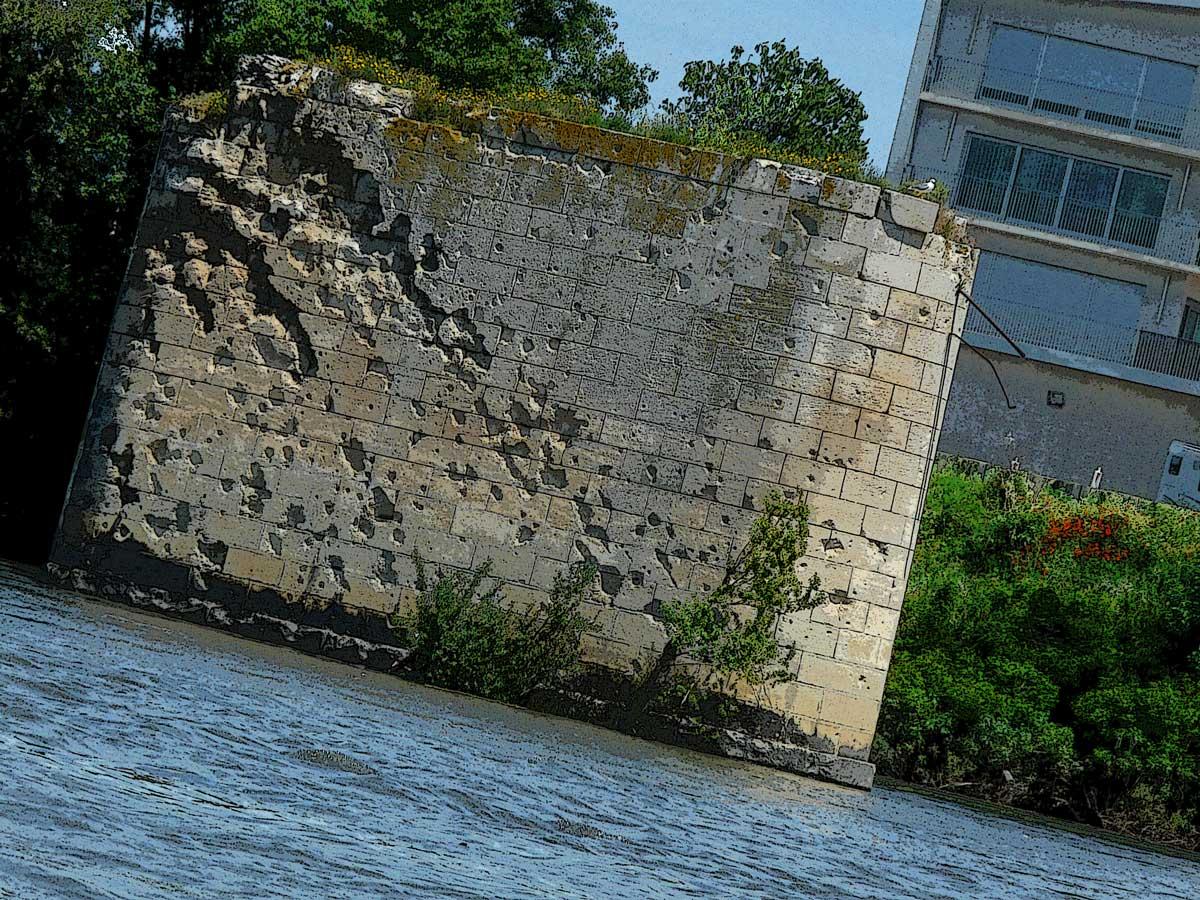borne-pont-des-lions-pilonnée-arles