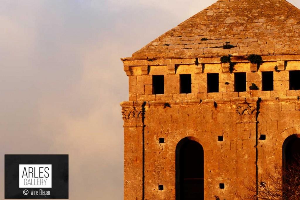 Réponse : le clocher de Saint Trophime