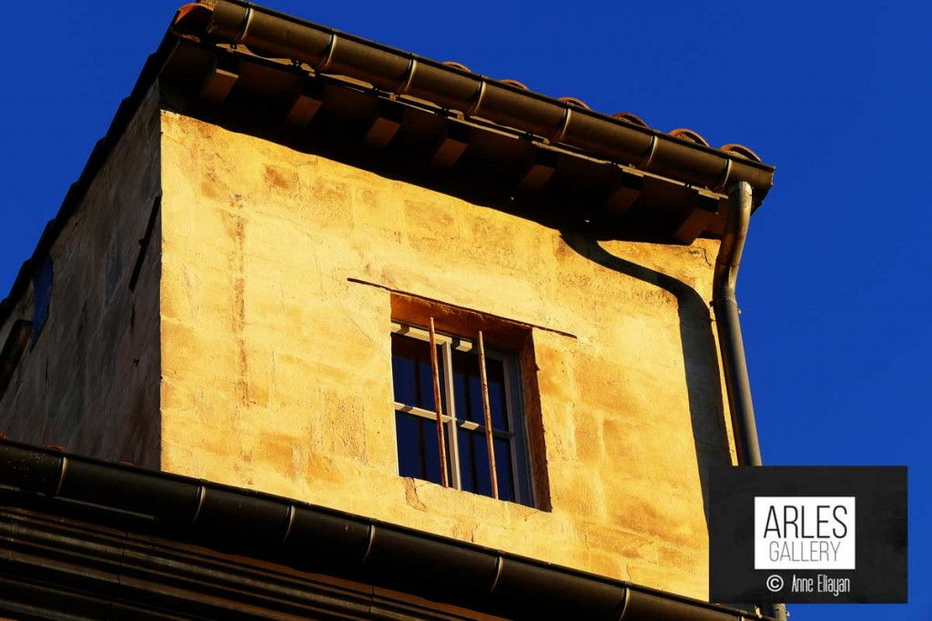 Réponse : Sur la place du Forum à Arles