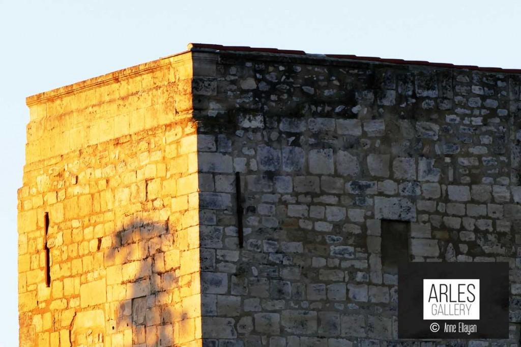 Réponse : la tour de Rotland Arles