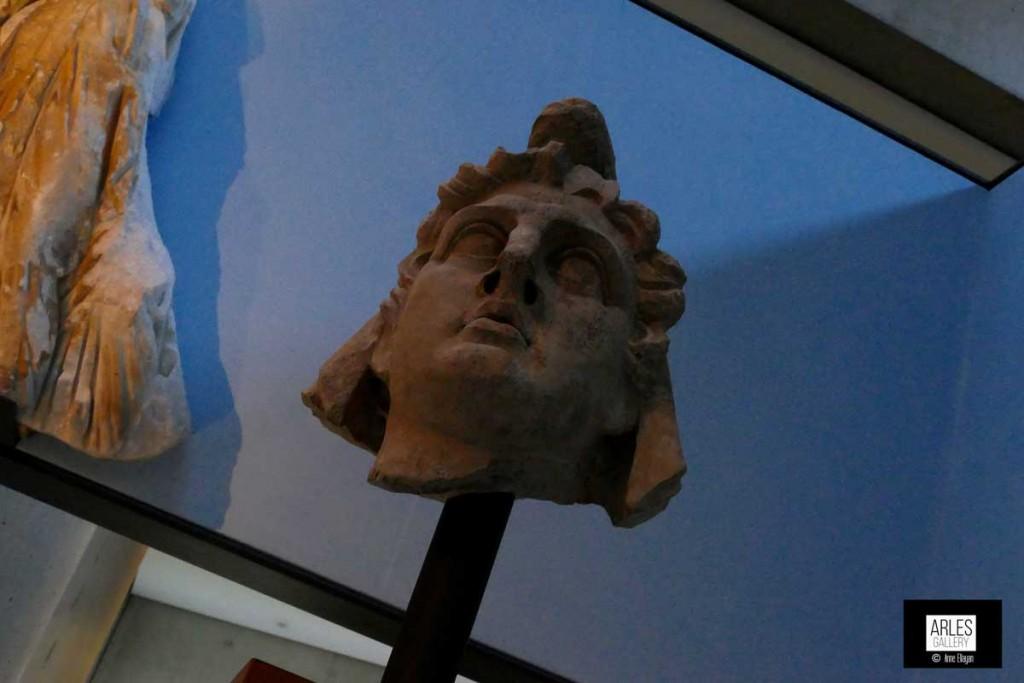 Mithra dieu des récoltes souvent représenté tuant un taureau. Olé !