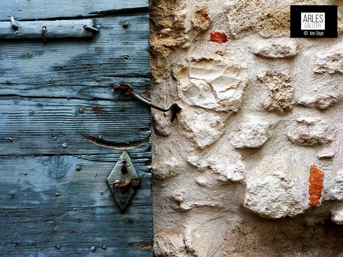 bleu-volet-et-murs-arles-gallery