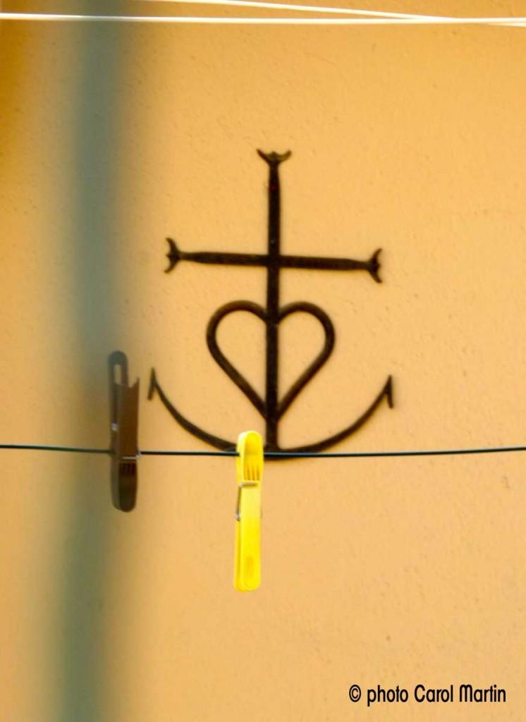 ©-photo-Carol-Martin-croix-camargue-corde-linge-arles