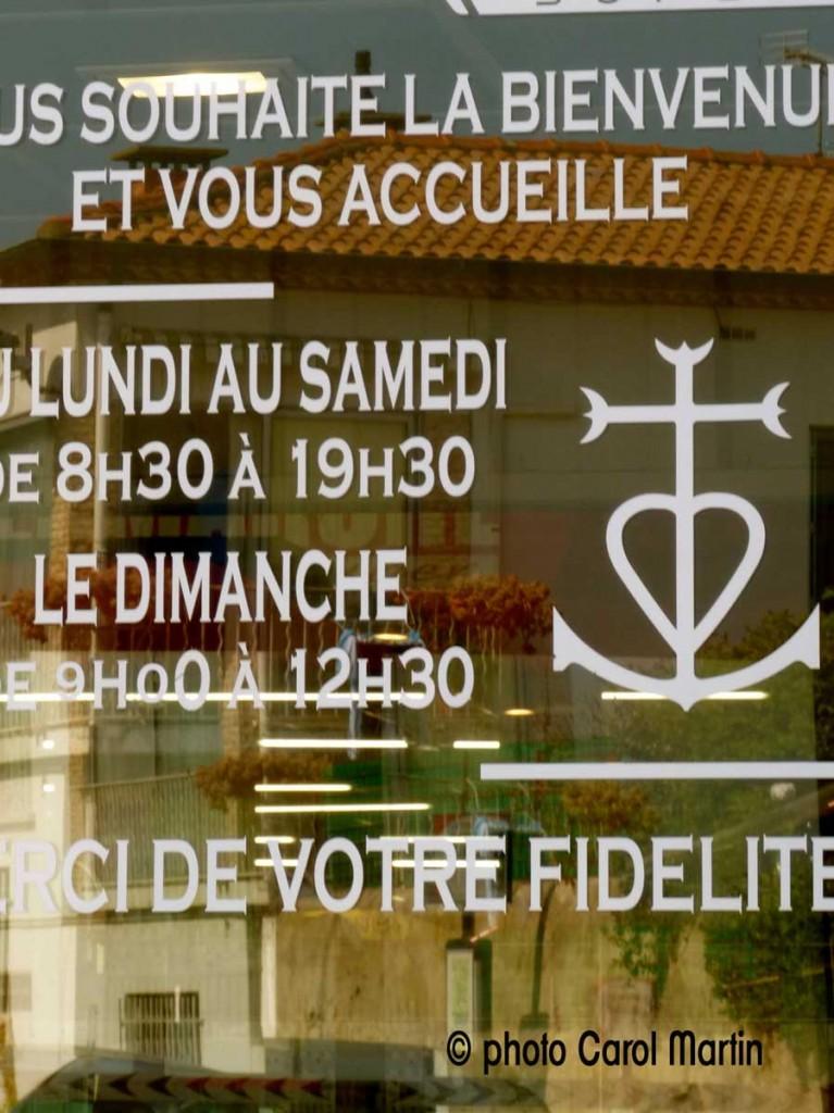 ©-photo-Carol-Martin-croix-magasin-arles