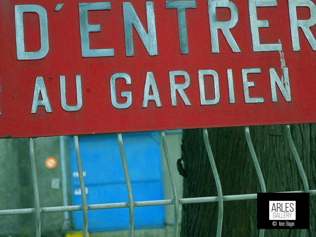 defense-d'entrer-au-gardien-arles-gallery